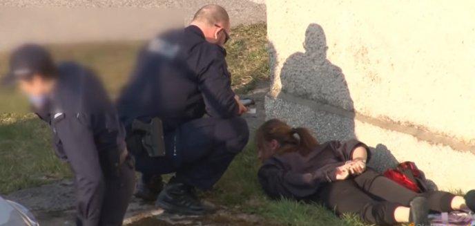 Artykuł: Kontrowersyjna interwencja policji wobec 22-latki w Olsztynie. Jest dostępne nowe nagranie [WIDEO]