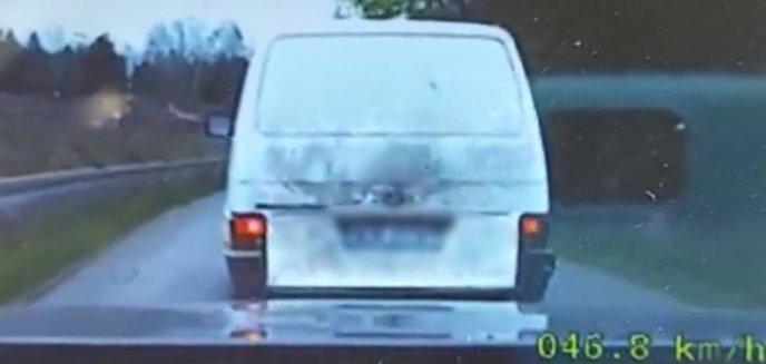 Artykuł: Busem uciekał przed policją. Był pijany, miał kradzione drewno, a to początek jego kłopotów [WIDEO]