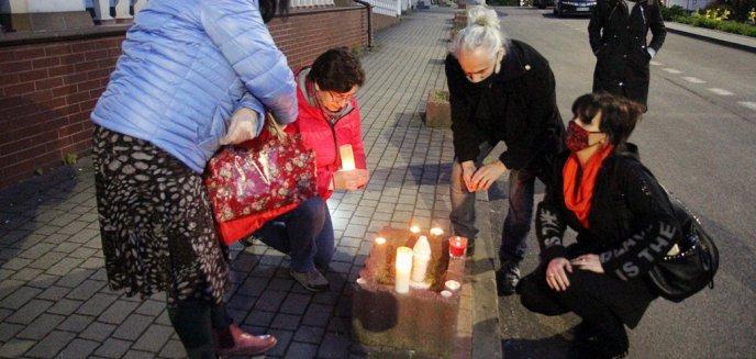 Artykuł: ''Dość zabawy w chowanego!''. Protest pod olsztyńską kurią [ZDJĘCIA, WIDEO]