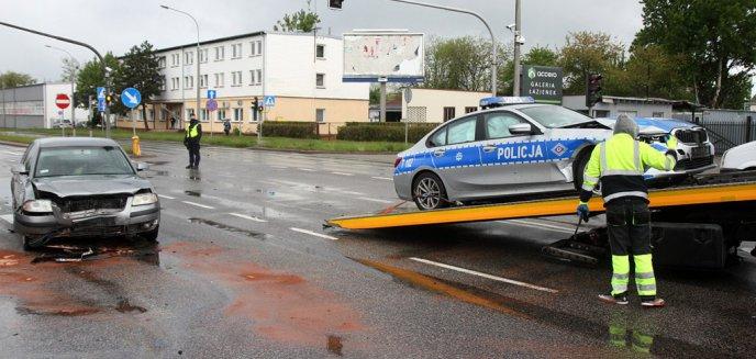 Artykuł: Policjanci z grupy ''speed'' uczestnikami kolizji na ul. Lubelskiej w Olsztynie [ZDJĘCIA]