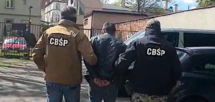 Artykuł: Napadali na gospodarstwa rolne i kradli materiał siewny. Policyjna specgrupa rozbiła gang [ZDJĘCIA, WIDEO]