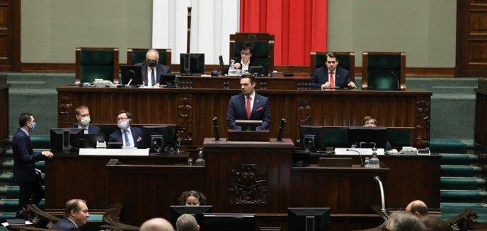 Artykuł: [WYWIAD] Poseł ''Porozumienia'' o osobistych ambicjach szefa olsztyńskiego PiS, a także o muzyce rockowej, VAT od biletów, a nawet o zmianie konstytucji…