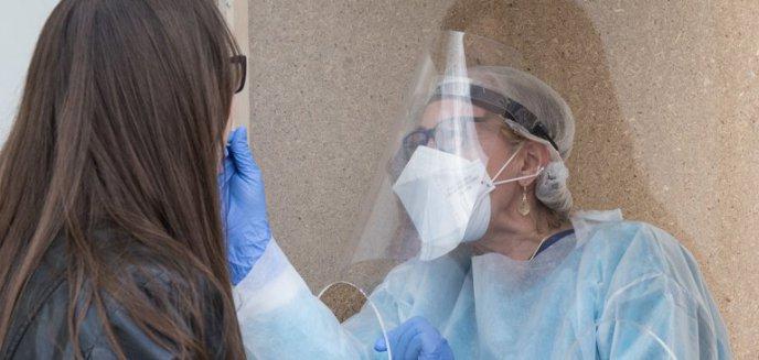 Artykuł: Studenci wracają na uczelnię, ale najpierw przejdą testy na koronawirusa