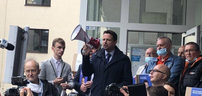 Artykuł: Zebrano ponad 1,6 mln podpisów poparcia dla Rafała Trzaskowskiego. Ile z nich było z Olsztyna?