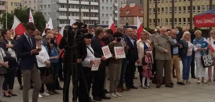 Artykuł: Wiec poparcia dla PiS w Olsztynie. Jerzy Szmit: ''Jesteśmy prawdziwą demokracją'' [ZDJĘCIA]