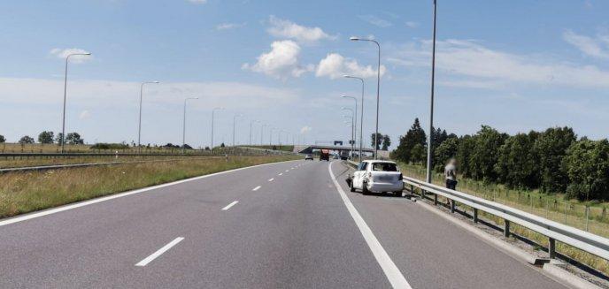 Artykuł: Kolizja pod Olsztynem. Auto dostawcze zderzyło się z osobówką