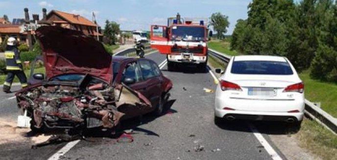 Artykuł: W Olsztynku zderzyły się trzy auta. Jedna osoba ranna [ZDJĘCIA]