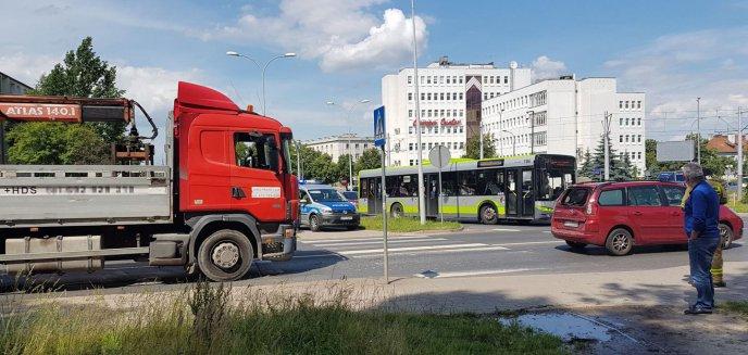 Seria kolizji na olsztyńskich drogach. Na ul. Kętrzyńskiego ciężarówka zderzyła się z citroënem [ZDJĘCIA]