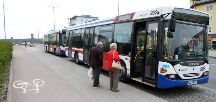 Artykuł: Czy pasażerowie linii 130 jeżdżą w tłoku?
