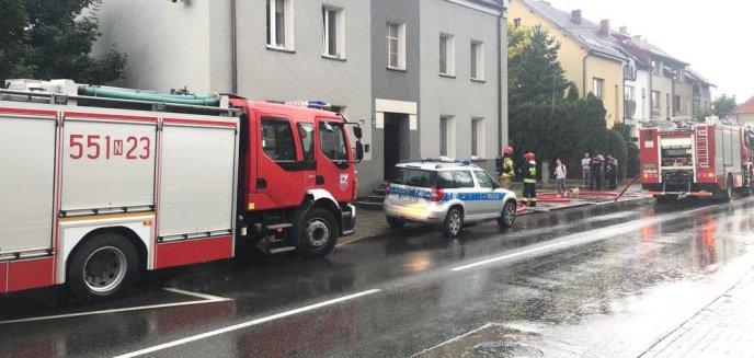 Pożar kamienicy w Szczytnie. 42-latek z poważnymi poparzeniami ciała