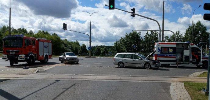 Artykuł: Groźna kolizja na ul. Tuwima w Olsztynie. Ford zderzył się z audi