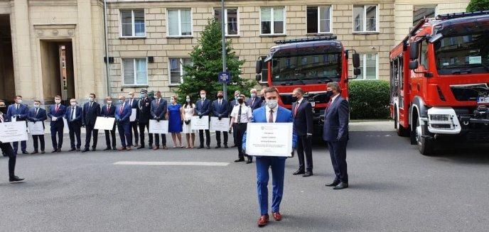 Wójt Dywit odebrał promesę w wysokości 800 tys. zł na nowy wóz strażacki