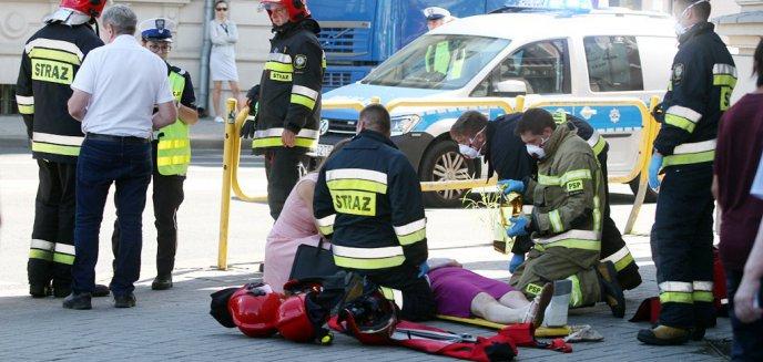 Artykuł: Kierowca volvo potrącił pieszą na przejściu przy rondzie Bema [ZDJĘCIA, WIDEO] [AKTUALIZACJA]