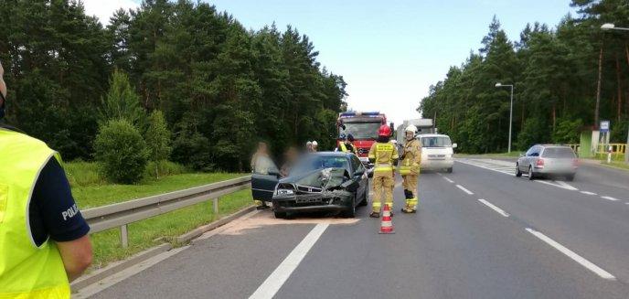 Artykuł: Kolizja pod Olsztynem. Kierowca hondy uderzył w opla [ZDJĘCIA]