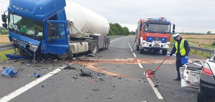 Artykuł: Wypadek na DK16. Nie żyje 20-letni kierowca opla [ZDJĘCIA] [AKTUALIZACJA]