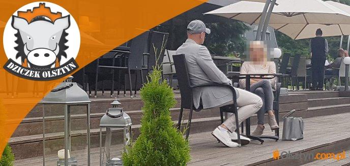 Artykuł: Elegancko ubrany prezes Stomilu z blond pięknością w drogim hotelu w Olsztynie [ZDJĘCIA]