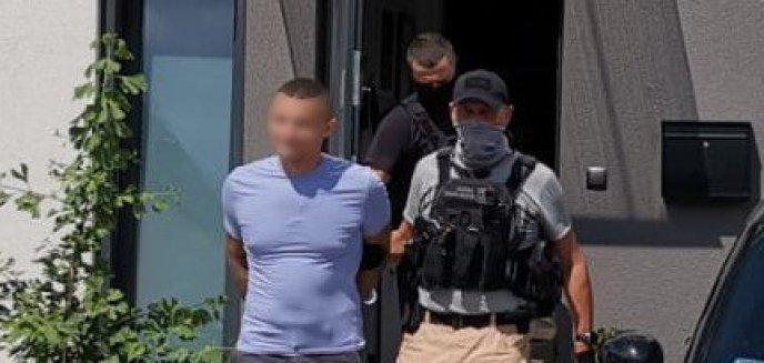 Artykuł: Funkcjonariusze KAS z Olsztyna rozbijają mafię VAT-owską [ZDJĘCIA]