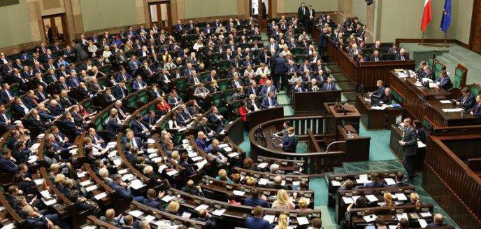 Przedstawiamy majątki posłów Zjednoczonej Prawicy z okręgu wyborczego nr 35 (Olsztyn)