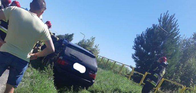 Artykuł: Kierowca bmw wpadł do rowu na drodze dojazdowej do S51 w okolicach Tomaszkowa