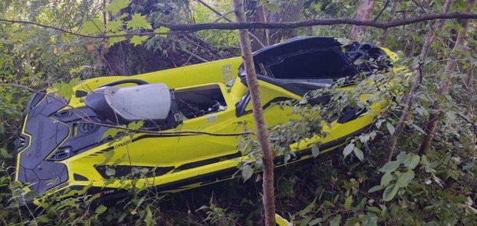 Artykuł: Jezioro Dadaj pod Biskupcem. 13-latek na skuterze wodnym zderzył się z... drzewem [ZDJĘCIA]