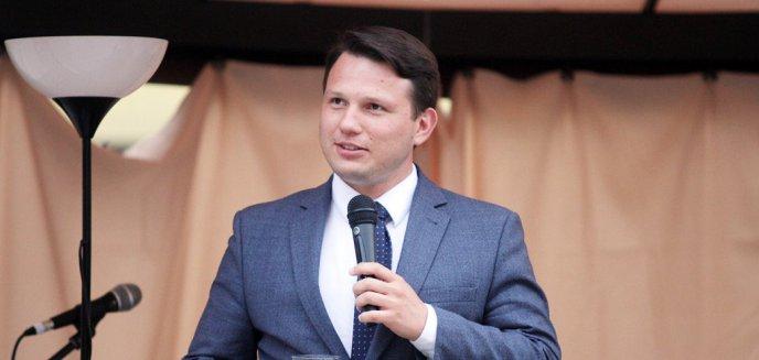 Artykuł: Jeden z liderów partii Wolność, Sławomir Mentzen, spotkał się z sympatykami na olsztyńskiej starówce [ZDJĘCIA]