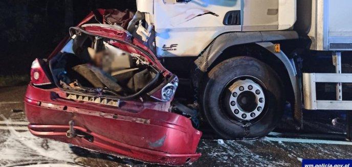 Artykuł: Tragedia pod Działdowem. W zderzeniu z ciężarówką zginęli ojciec i dwóch synów [ZDJĘCIA]