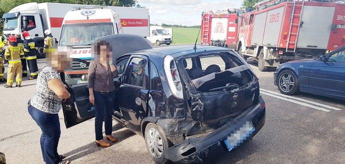 Artykuł: Samochód Poczty Polskiej wjechał w osobówkę na DK 16 pod Olsztynem [ZDJĘCIA]