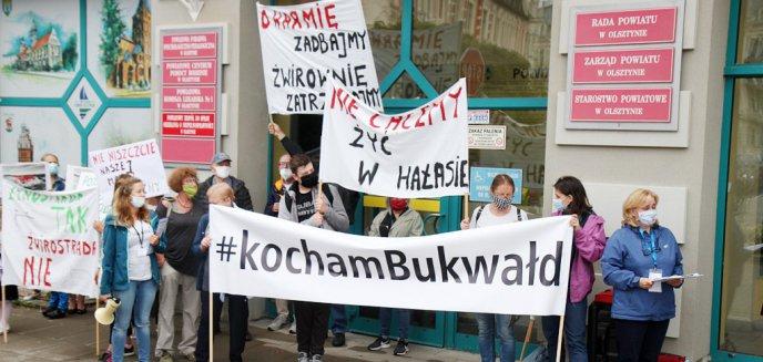 Artykuł: Protestowali przed starostwem powiatowym w Olsztynie przeciw żwirowni w Bukwałdzie [ZDJĘCIA]