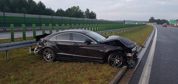 Artykuł: Groźna kolizja pod Olsztynem. Kierowca mercedesa uderzył w barierę energochłonną [ZDJĘCIA]