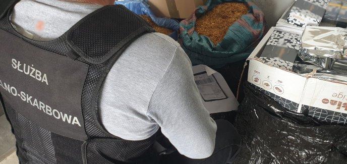 Artykuł: Przemyt w Olsztynie. 62-latek ukrył 500 paczek papierosów w skuterze, inni w przesyłkach kurierskich [ZDJĘCIA]