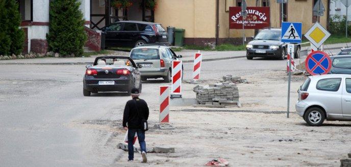 Artykuł: Główna ulica w Jonkowie nadal rozkopana, mimo że od dawna powinna być już gotowa [ZDJĘCIA]