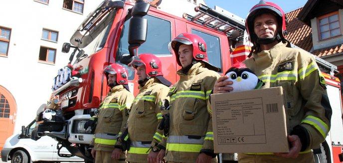 Mają nieść radość dzieciom poszkodowanym w wypadkach. Misie-ratownisie trafiły do olsztyńskich strażaków [ZDJĘCIA]
