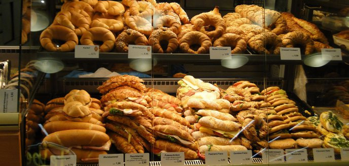 19-latek z Olsztyna oszukał sklep na pieczywie. Zaoszczędził... 2 złote