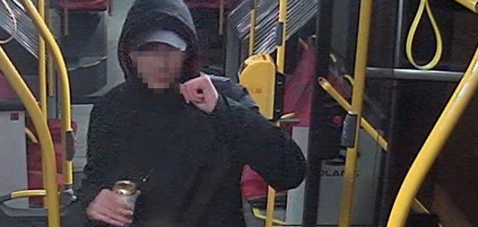 Artykuł: Rozbój w autobusie miejskim w Olsztynie. Poszło o... reklamówkę z piwami
