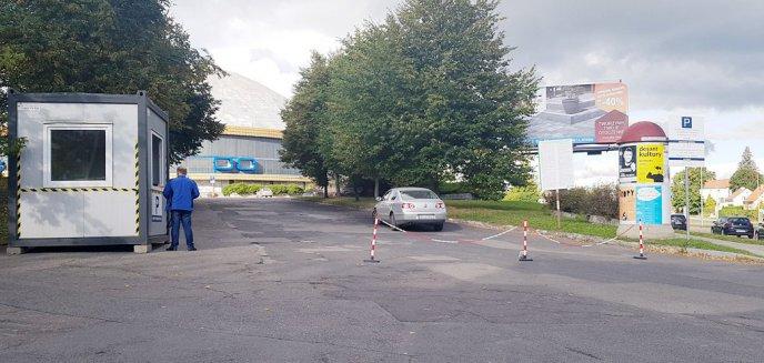 Artykuł: Koniec bezpłatnego parkingu pod halą Urania. Kierowcy znaleźli jednak inne miejsce...