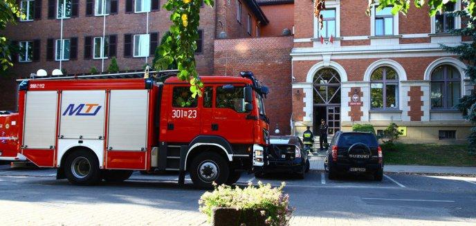 Artykuł: Ulica Dąbrowszczaków zamknięta. Prokuratura otrzymała informację o podłożeniu... broni biologicznej [ZDJĘCIA]