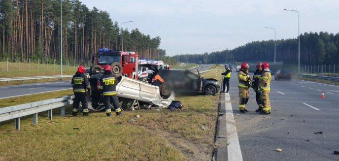 Artykuł: Dachowanie pod Olsztynem po zderzeniu dwóch aut