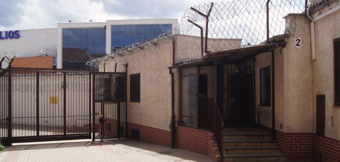 Artykuł: Funkcjonariusz służby więziennej namawiał kolegę do zabójstwa. Wszystko przez kobietę