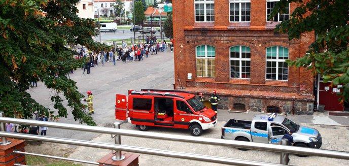 Artykuł: Alarm w SP nr 10 w Olsztynie. Ewakuowano uczniów i pracowników [ZDJĘCIA]
