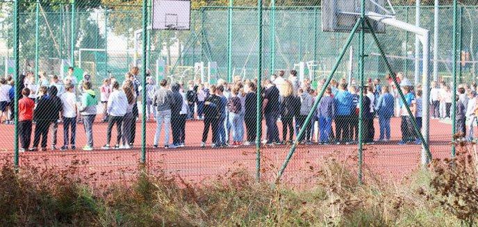 Artykuł: Czy ktoś żartuje ze służb? Dziś kolejna ewakuacja w jednej ze szkół na olsztyńskim Zatorzu! [ZDJĘCIA] [AKTUALIZACJA]
