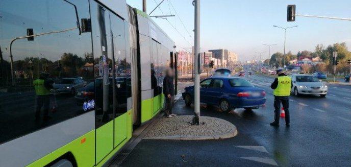 Artykuł: 63-letni kierowca fiata uderzył w tramwaj na al. Sikorskiego w Olsztynie