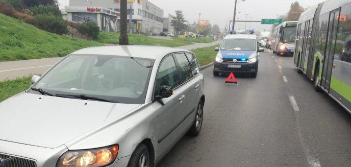 Artykuł: Kierowca osobowego volvo zderzył się z autobusem miejskim na ul. Wyszyńskiego