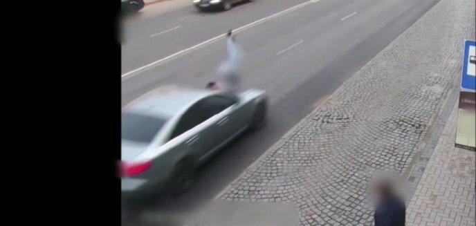 Artykuł: 46-latka wbiegła wprost pod koła jadącego audi na olsztyńskim Zatorzu [WIDEO]
