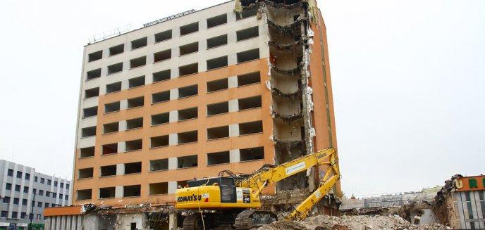 Artykuł: Rozpoczęło się wyburzanie hotelu Gromada [ZDJĘCIA]