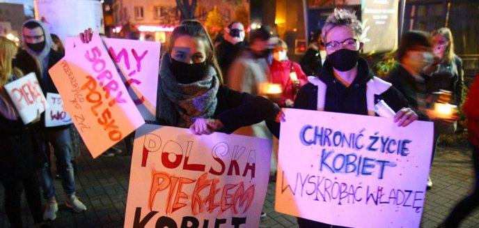 Olsztynianie wyszli na ulicę w proteście przeciwko wyrokowi Trybunału Konstytucyjnego [ZDJĘCIA]