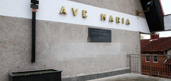 Artykuł: ''Je*** PiS'' na murze kościoła na olsztyńskich Jarotach [ZDJĘCIA]