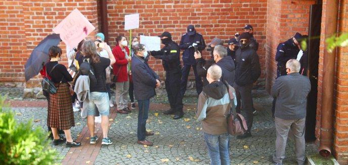Artykuł: Jerzy Szmit: ''Czołowi działacze opozycji nie uczynili nic, aby powstrzymać agresorów''. Działaczka Lewicy: ''agresji nie było''