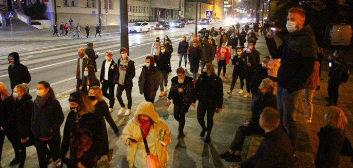 Artykuł: Już wieczór, a olsztyńska młodzież bawi się na mieście z policją w berka [ZDJĘCIA, WIDEO]