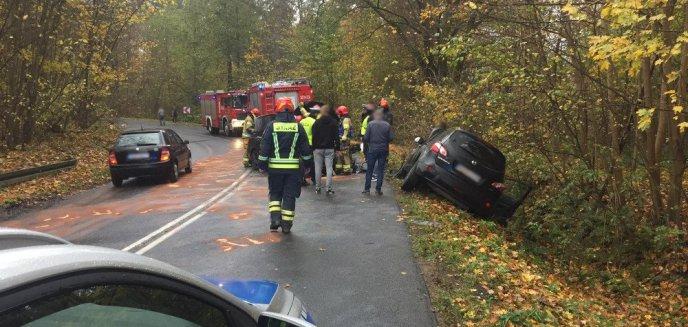 Artykuł: Na ul. Pstrowskiego w Olsztynie czołowo zderzyły się dwa auta