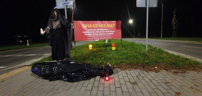 Artykuł: Oryginalna akcja strażaków z Bartąga. Na drodze pod Olsztynem stanęła... śmierć